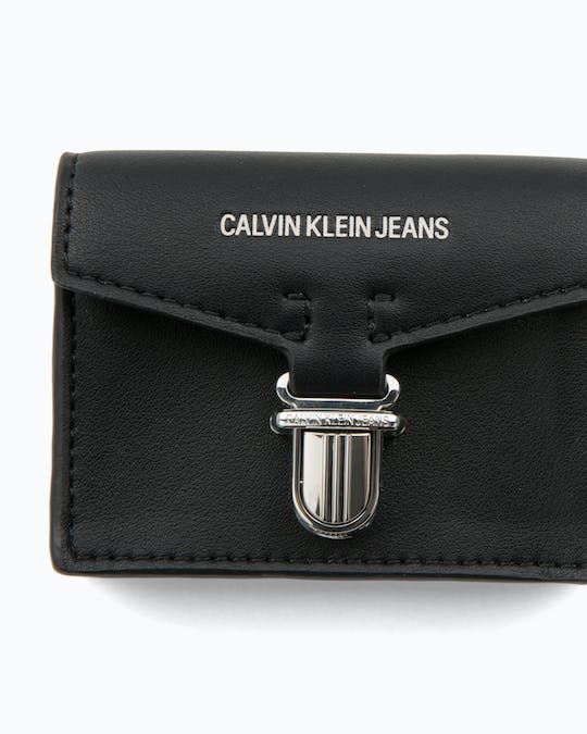 https://pvhba-calvin-klein.s3.ap-southeast-2.amazonaws.com/Accessories/0038139-K60K605267001-FL-AS-F1.jpg