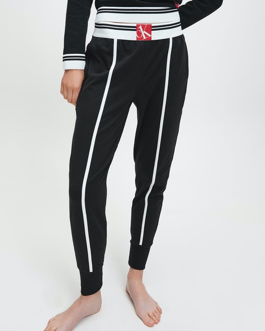 https://pvhba-calvin-klein.s3.ap-southeast-2.amazonaws.com/Underwear/0049574-000QS6424E001-MO-BT-F1.jpg