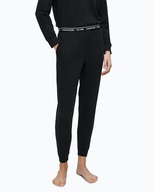 https://pvhba-calvin-klein.s3.ap-southeast-2.amazonaws.com/Underwear/0049583-000QS6429E001-MO-BT-F1.jpg