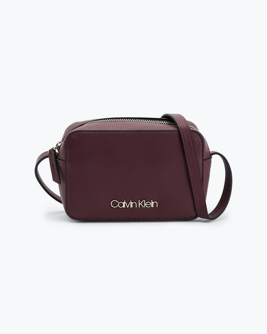 https://pvhba-calvin-klein.s3.ap-southeast-2.amazonaws.com/Accessories/0058170-K60K606759GDU-FL-AS-F1.jpg