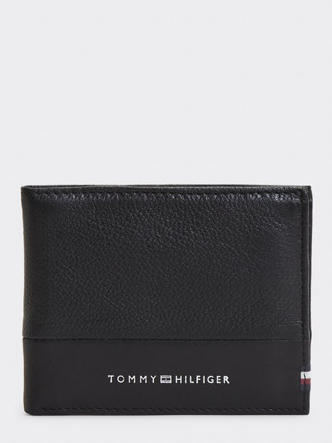 https://pvhba-tommy-hilfiger.s3.ap-southeast-2.amazonaws.com/Accessories/AM0AM05645BDS-FL-AS-F1.jpg