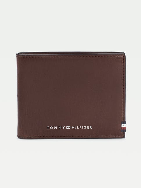 https://pvhba-tommy-hilfiger.s3.ap-southeast-2.amazonaws.com/Accessories/AM0AM06304GBT-FL-AS-F1.jpg