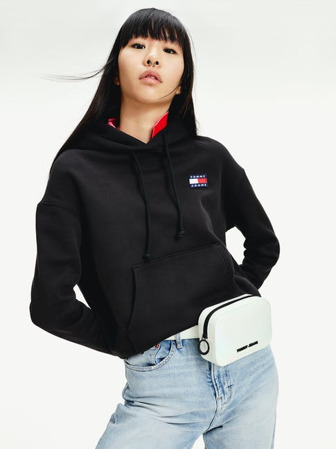 https://pvhba-tommy-hilfiger.s3.ap-southeast-2.amazonaws.com/Accessories/AW0AW086870IM-MO-ST-F1.jpg