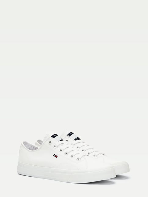 https://pvhba-tommy-hilfiger.s3.ap-southeast-2.amazonaws.com/Shoes/EN0EN00940YBR-FL-AS-F1.jpg