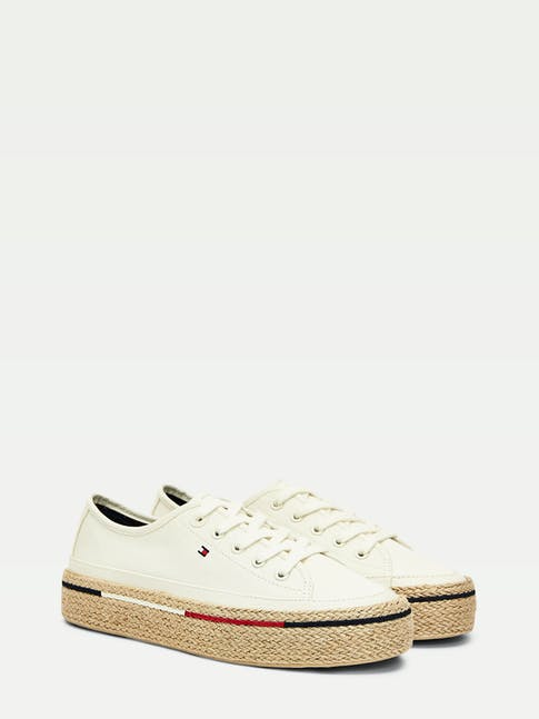 https://pvhba-tommy-hilfiger.s3.ap-southeast-2.amazonaws.com/Shoes/FW0FW04995YBI-FL-AS-F1.jpg