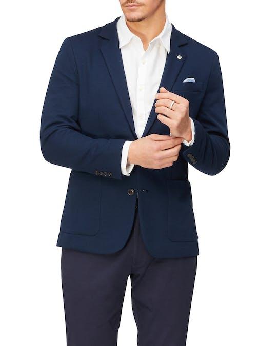 https://pvhba-van-heusen.s3.ap-southeast-2.amazonaws.com/Coats-Blazers-Outerwear/VEB550H_RNVB_MO-TP-F1_004.jpg