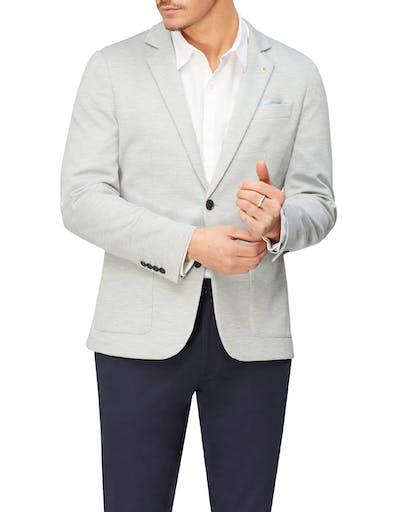 https://pvhba-imgix-van-heusen-m2prod.s3.ap-southeast-2.amazonaws.com/Coats-Blazers-Outerwear/VEB552H_RLGY_MO-TP-F1_003.jpg