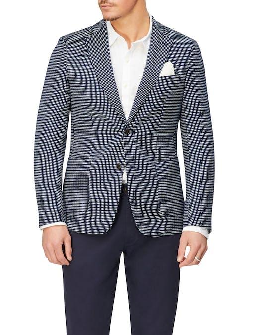 https://pvhba-van-heusen.s3.ap-southeast-2.amazonaws.com/Coats-Blazers-Outerwear/VEB901H_RIKB_MO-TP-F1.jpg
