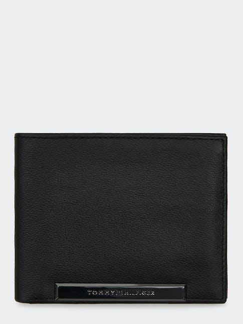 https://pvh-brands.imgix.net/catalog/product/media/am0am05057bds-fl-as-f1.jpg