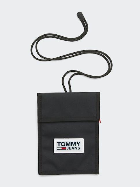https://pvh-brands.imgix.net/catalog/product/media/am0am05114bds-fl-as-f1.jpg