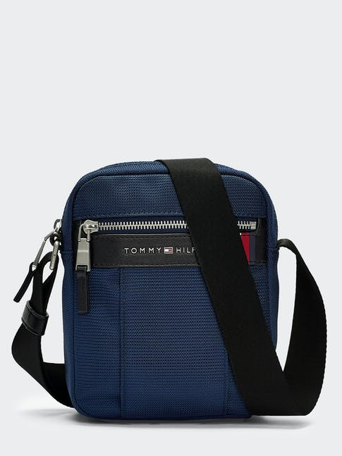 https://pvh-brands.imgix.net/catalog/product/media/am0am05810cjm-fl-as-f1.jpg