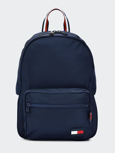 https://pvh-brands.imgix.net/catalog/product/media/am0am05821cjm-fl-as-f1.jpg