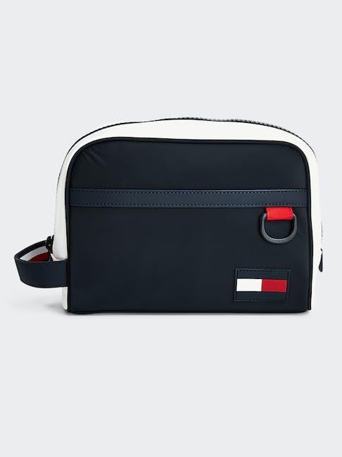 https://pvh-brands.imgix.net/catalog/product/media/am0am05870cjm-fl-as-f1.jpg