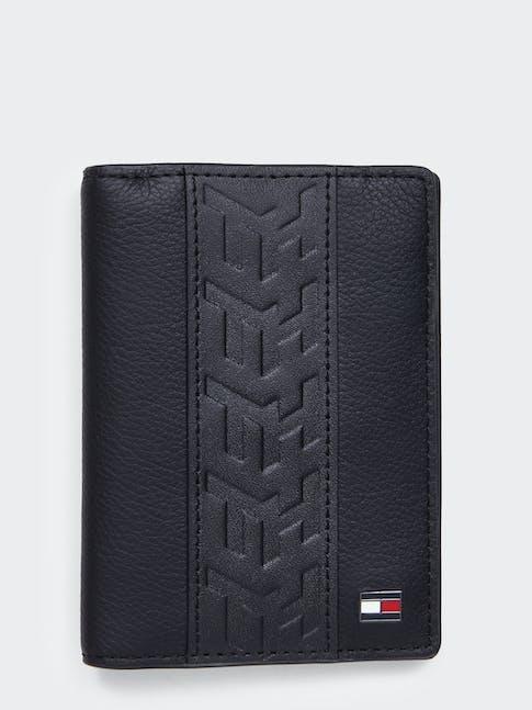 https://pvh-brands.imgix.net/catalog/product/media/am0am05996bds-fl-as-f1.jpg