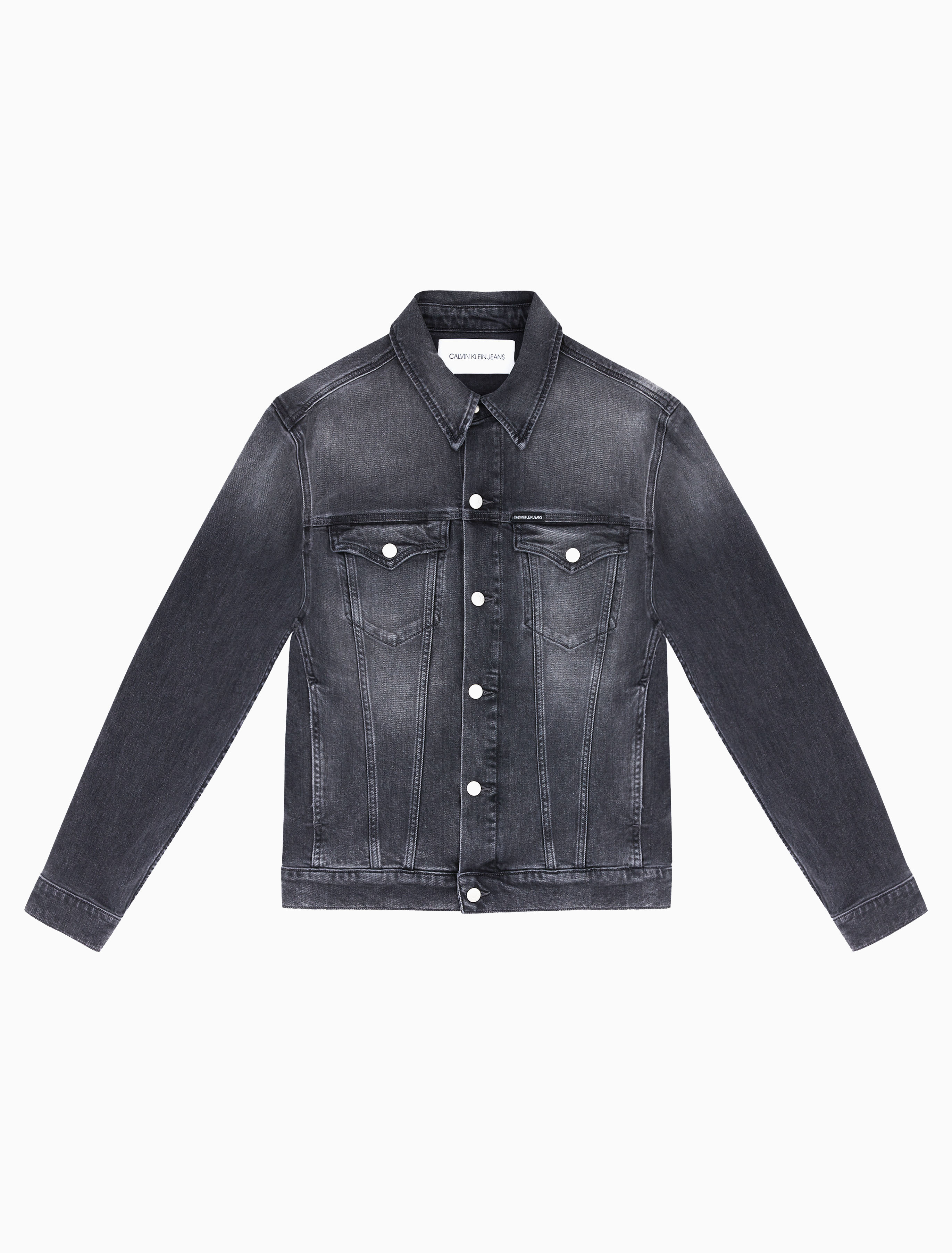 This plus size, stretch denim jacket features a basic collar