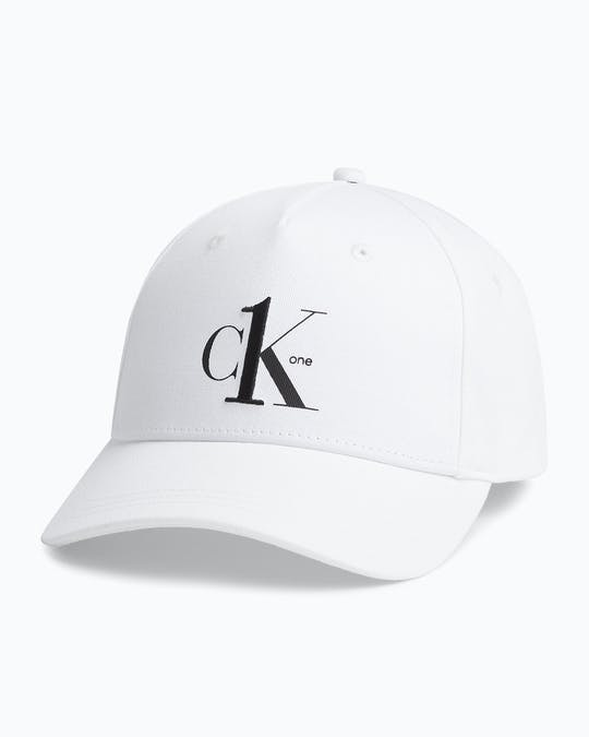 https://pvh-brands.imgix.net/catalog/product/media/k50k505764yaf_01.jpg